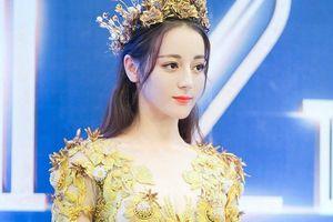 Địch Lệ Nhiệt Ba hóa Nữ thần Kim Ưng: Đẹp lộng lẫy và cơn mưa lời chê