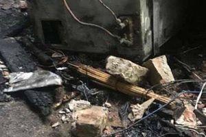 Bé trai 6 tuổi bị tẩm xăng đốt bỏng 98% cơ thể ở Hà Nội đã qua đời