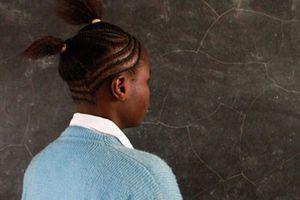 Tranh cãi chuyện đuổi học nữ sinh mang thai