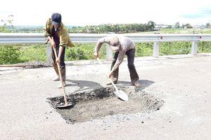 Sửa chữa con đường gần trăm tỷ nát bét 'gây dư luận không tốt'
