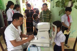 Đà Nẵng: Hơn 530 học sinh xã miền núi Hòa Bắc được khám mắt, khám khúc xạ miễn phí