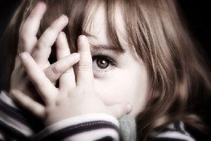 Khởi tố đối tượng bạo hành bé gái 6 tuổi do tẩy xóa vở bài tập