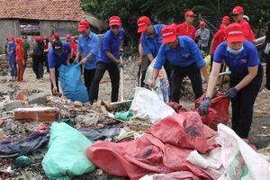 Thu gom gần 1,3 nghìn tấn rác thải trong chiến dịch 'Hãy làm sạch biển'