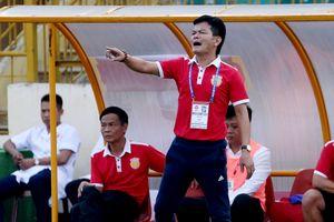 HLV Nguyễn Văn Sỹ viết nên câu chuyện trụ hạng thần kỳ cho Nam Định