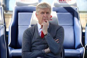 HLV Wenger chuẩn bị đến PSG làm việc