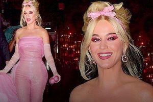 Katy Perry diện 'cây hồng' xinh như búp bê Barbie