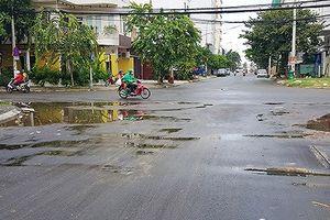 Đà Nẵng: Đường mới thảm nhựa đã đọng nước mưa tràn lan!