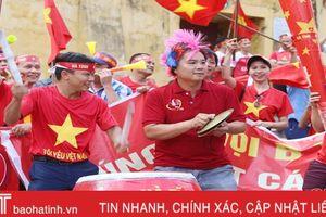 Play-off Nam Định vs Hà Nội B: CĐV Hà Tĩnh 'đổ bộ' sân Vinh
