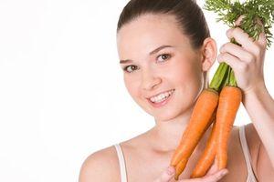 Làm trắng răng với cà rốt