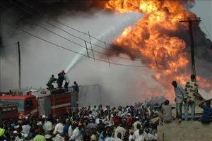 Trên 30 thi thể bị cháy tại hiện trường vụ nổ đường ống dẫn dầu ở Nigeria