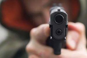 Nghi dùng súng tự chế bắn một phụ nữ ở chung cư VOV