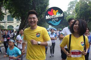 Diễn viên Mạnh Trường cùng bà xã tham gia Mottainai Run