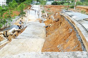 Tỉnh Kon Tum yêu cầu kiểm tra đường Cửa khẩu Quốc tế có hư do mưa bão