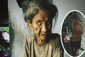 Nhói lòng cảnh cụ bà 88 tuổi mù lòa nuôi con điên dại ở Hà Nội