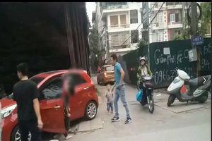 Xôn xao clip chồng đánh vợ trên đường, con trai nhỏ hoảng sợ khóc thét
