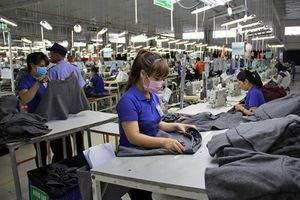 Vinatex thu trăm tỷ mỗi năm nhờ may đồng phục cho 8 tập đoàn