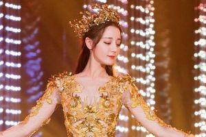 Múa mở màn, 'Nữ thần Kim Ưng' Địch Lệ Nhiệt Ba khiến fan phát sốt