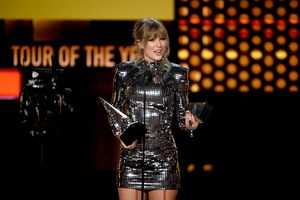 Taylor Swift lập kỷ lục mới tại AMAs 2018