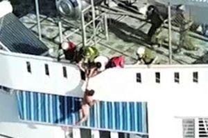 Giải cứu người đàn ông nước ngoài nhảy lầu có biểu hiện ngáo đá