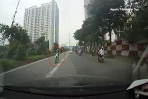 Thanh niên đi ngược chiều, suýt tông thẳng xe bus BRT