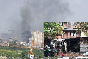 Hà Nội: Cháy lớn tại biệt thự ở khu đô thị Trung Văn, nghi có người mắc kẹt