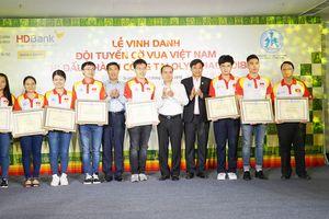 Cờ vua Việt Nam được khen, thưởng sau thành công ở Olympiad