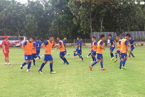 U.19 Việt Nam thoát cảnh tập trên mặt sân... ruộng tại Indonesia