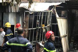 Cháy lớn xưởng sản xuất ghế trong khu đô thị Trung Văn