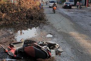 Cúi xuống nhặt đồ đánh rơi, cụ bà bị xe máy tông tử vong