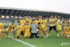 Cầu thủ Sông Lam Nghệ An 'phiêu dạt' khi V.League khép lại