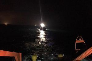Nghệ An: Cứu nạn khẩn cấp tàu cá hỏng máy và 18 thuyền viên