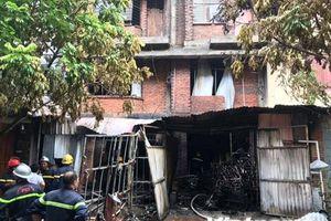 Hà Nội: Cháy lớn tại xưởng ghế sofa, nghi có người mắc kẹt tử vong