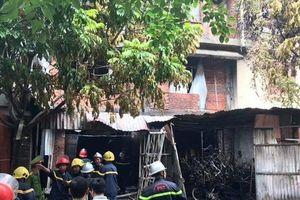 Vụ cháy khu đô thị Trung Văn: Mẹ liều mình bế con nhảy lầu thoát thân