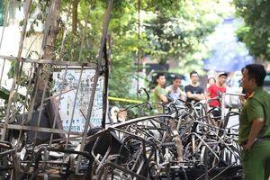 Những hình ảnh đau lòng sau vụ cháy xưởng sản xuất ghế sofa ở Hà Nội