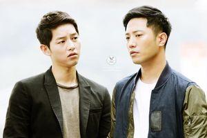 Lật lại 9 khoảnh khắc 'tình tứ' của Song Joong Ki và Jin Goo trong 'Hậu duệ mặt trời'