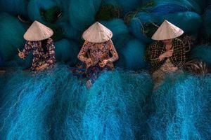 Bức ảnh Vá lưới đoạt giải nhất cuộc thi 'Phụ nữ nông thôn và Phát triển bền vững'