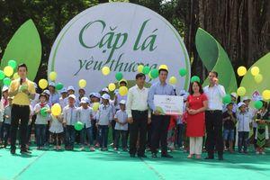 Hội Chữ thập đỏ Việt Nam trao tặng 50 triệu đồng cho 'Cặp lá yêu thương' tại Thanh Hóa