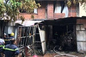 Cảnh sát PCCC cứu 4 người trong vụ cháy xưởng sản xuất ghế sofa