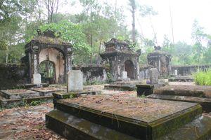 Hoang lạnh khu lăng mộ thái giám độc nhất Việt Nam trong cổ tự xứ Huế