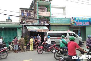 Người đàn ông gục chết trong nhà vệ sinh quán cà phê ở TP.HCM