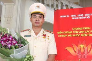 Biểu dương chiến sĩ CSGT Hà Nội xả thân cứu người