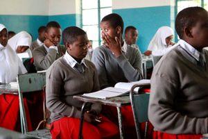 Nữ sinh Tanzania phải thử thai 2 lần trong năm, bị đuổi học nếu có bầu