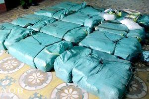 CSGT chặn ôtô bán tải chở hơn 300 kg ma túy đá qua Quảng Bình