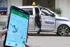 Xe công nghệ phải gắn mào như taxi?