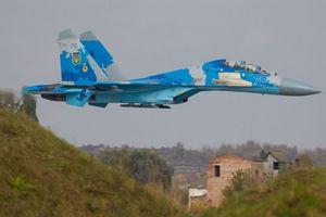 Su-27UB bay sát mặt đất trong tập trận với Mỹ
