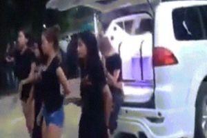 4 cô gái Thái Lan nhảy khêu gợi trong đám tang của bạn
