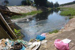 Khổ vì ô nhiễm ở kênh Khuê Trung - Đò Xu