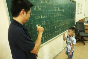 Dạy học bằng ngôn ngữ ký hiệu cho trẻ khiếm thính