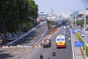 Hà Nội đề xuất thay đê đất bằng bê tông, mở rộng thêm làn xe tại đường Âu Cơ