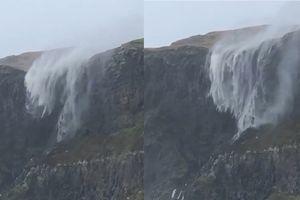 Cảnh thác nước chảy ngược lên trời vì bão quá mạnh ở Scotland